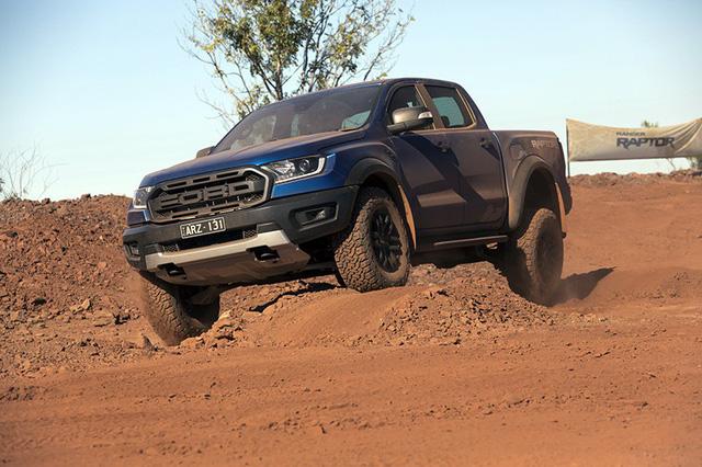 Sự khác nhau giữa xe Ford Ranger Raptor và xe Ford Ranger thông thường?