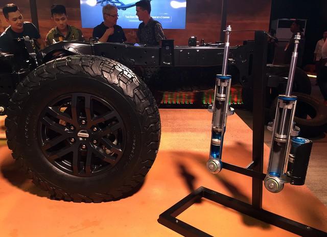 Bộ lốp chuyên dụng và bộ giảm xóc Fox Racing Shox cung cấp cho Ranger Raptor
