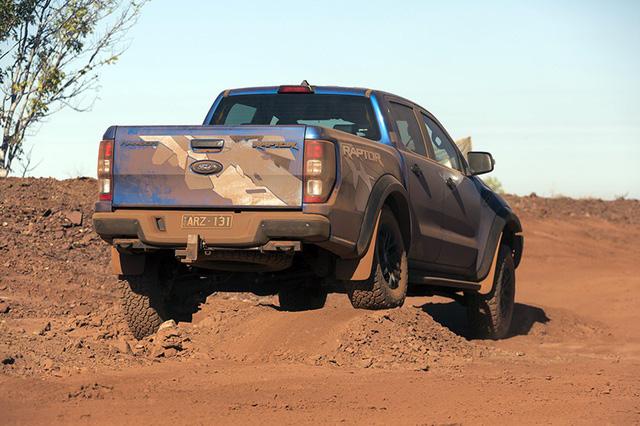 Hiệu quả của hệ thống treo mới giúp Ranger Raptor ổn định và giữ thăng bằng tốt hơn